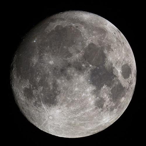 2005_09_16-moon_600.jpg